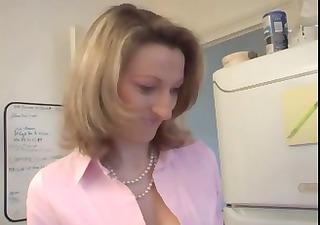 Plombier sodomise une mature brutalement