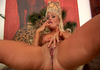Mature blonde Sadie orgasms - CzechSuperStars
